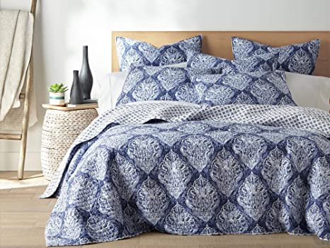 Amazon Com Levtex Home Mayte Quilt Set Full Queen Two Standard Pillow Shams Paisley Medallions In Navy And White Size 88x92in Sham 26x20in