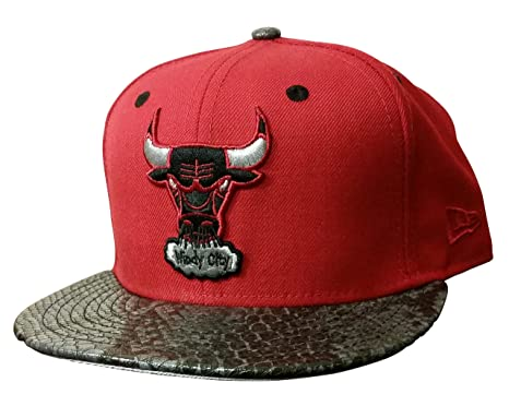 New Era 59Fifty Chicago Bulls Over Broadway Red Fitted at Amazon ... 21edb8a815f