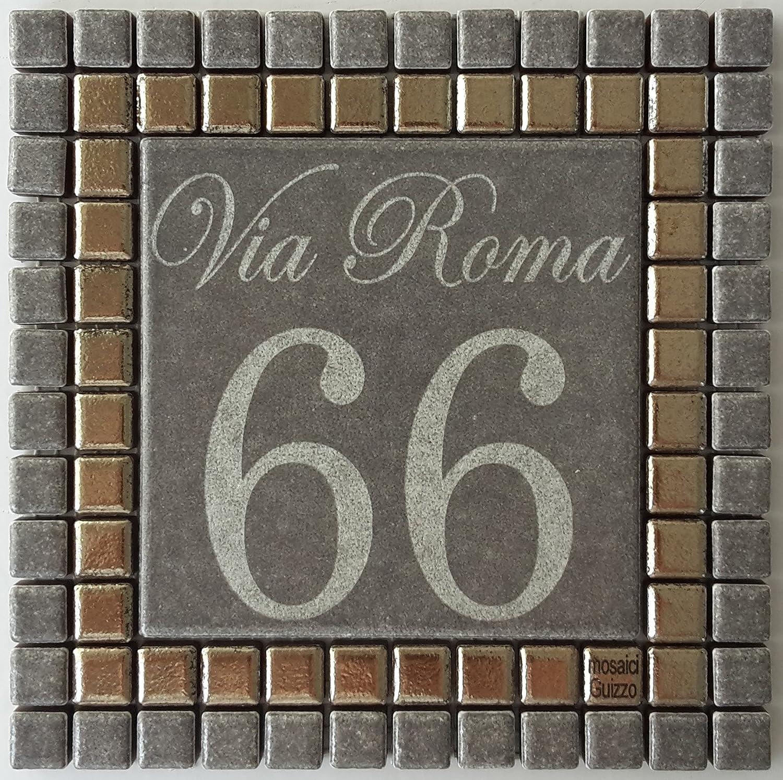 Mosaici Guizzo Numero civico in ceramica incisa_colore grigio scuro e argento