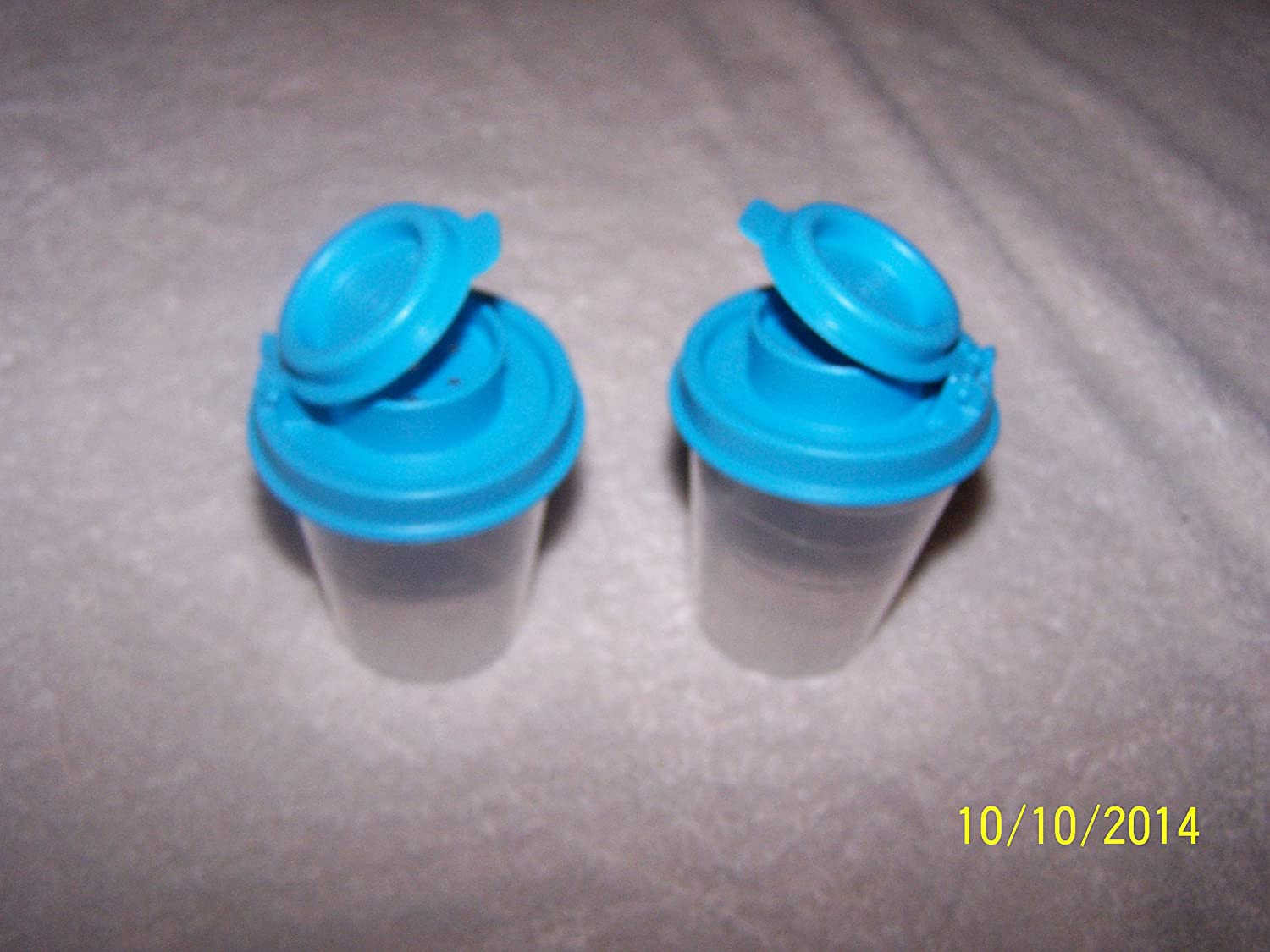 Tupperware Mini Salt /& Pepper Shakers 2oz Clear With Teal Blue Tops