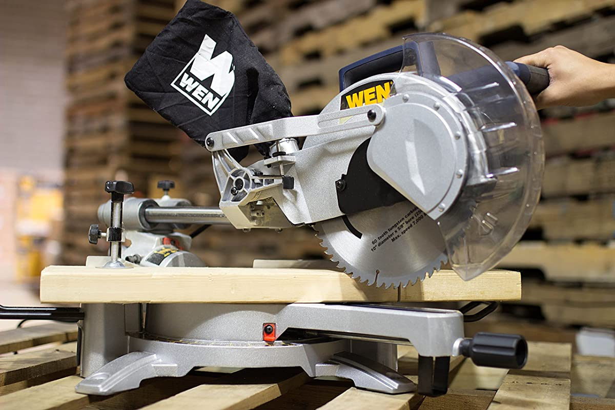 Miter Saw vs Circular Saw – Which One is Better For You?