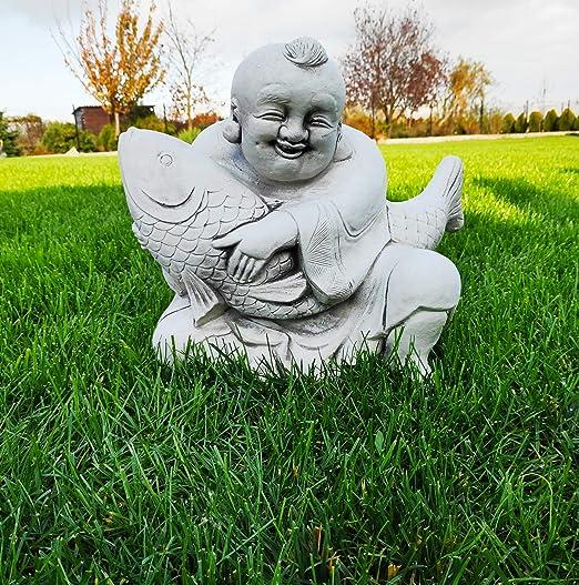 Estatua de Buda feliz con pez hecha de piedra fundida adorno de jardín: Amazon.es: Hogar
