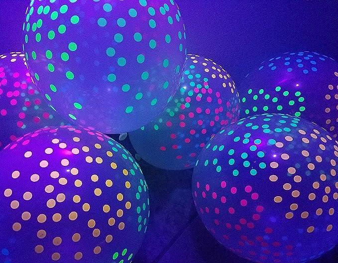 Globos de fiesta con mini lunares que brillan en la oscuridad.