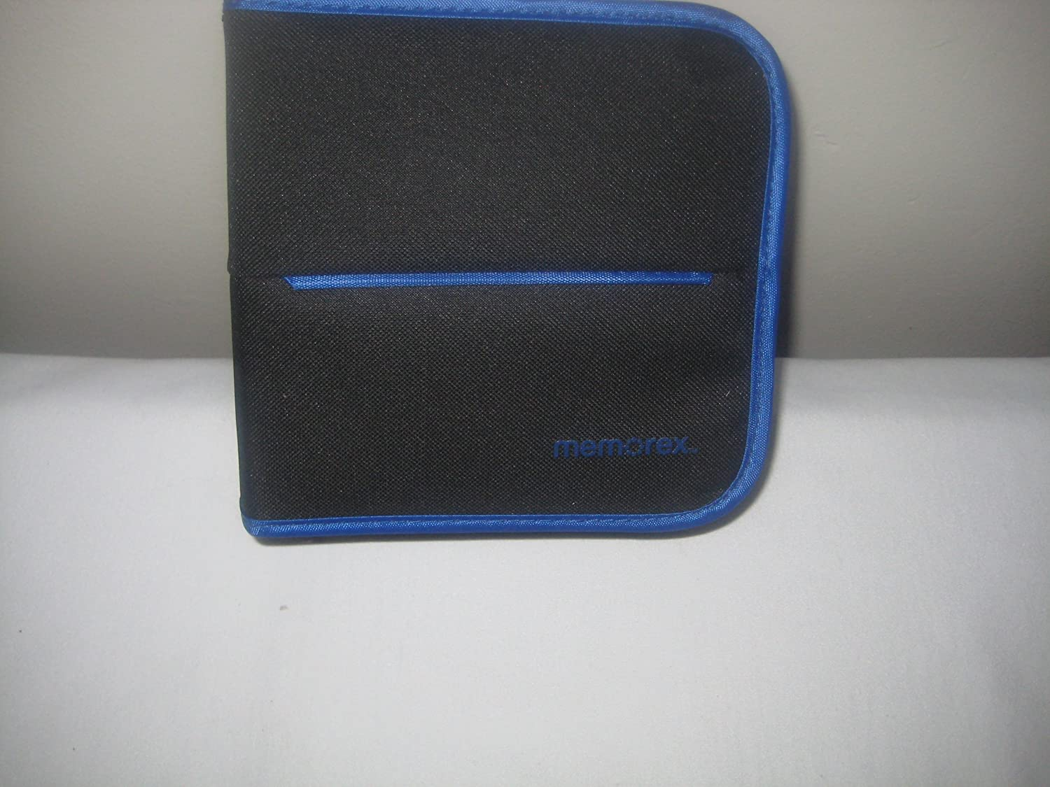 48 Count 32020021682 Memorex CD//DVD Nylon Wallet Black with Blue Piping