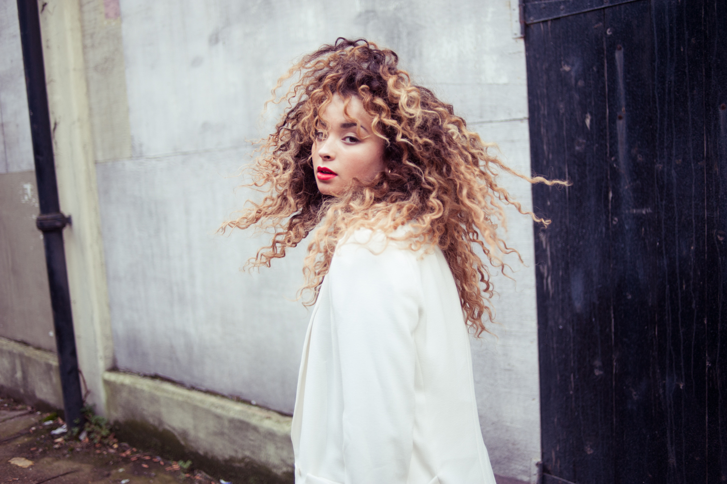 2fd5cc721 Ella Eyre on Amazon Music
