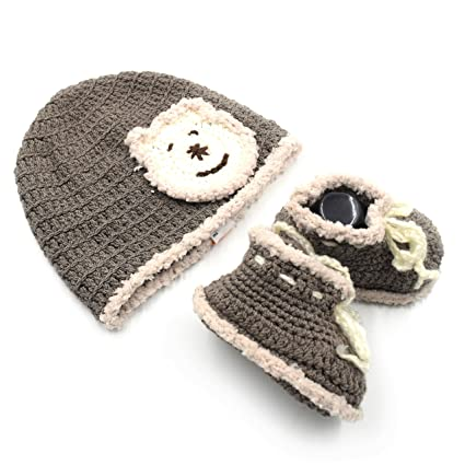 f8c5afd5fd0a7 Magic Needles Handmade Knit Crochet Baby Booties and Cap Baby Gift Set for  0-3 mths Cap Circumference 35 cms Booties Toe to Heel - 10 cms Baby Boys ...