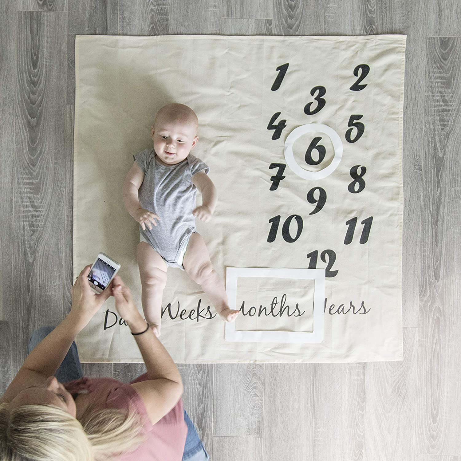 Baby Milestone Blanket and Newborn Milestones Stickers Monthly Age Infant Photography Props Blanket Beige Funny Sticker Cute Photo Accessories Prop Backdrop Cute Baby Shower Gft For Boy Girl
