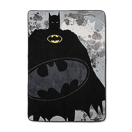 c633322d89 Amazon.com  DC Comics Batman Bed Blankets (Twin)  Home   Kitchen
