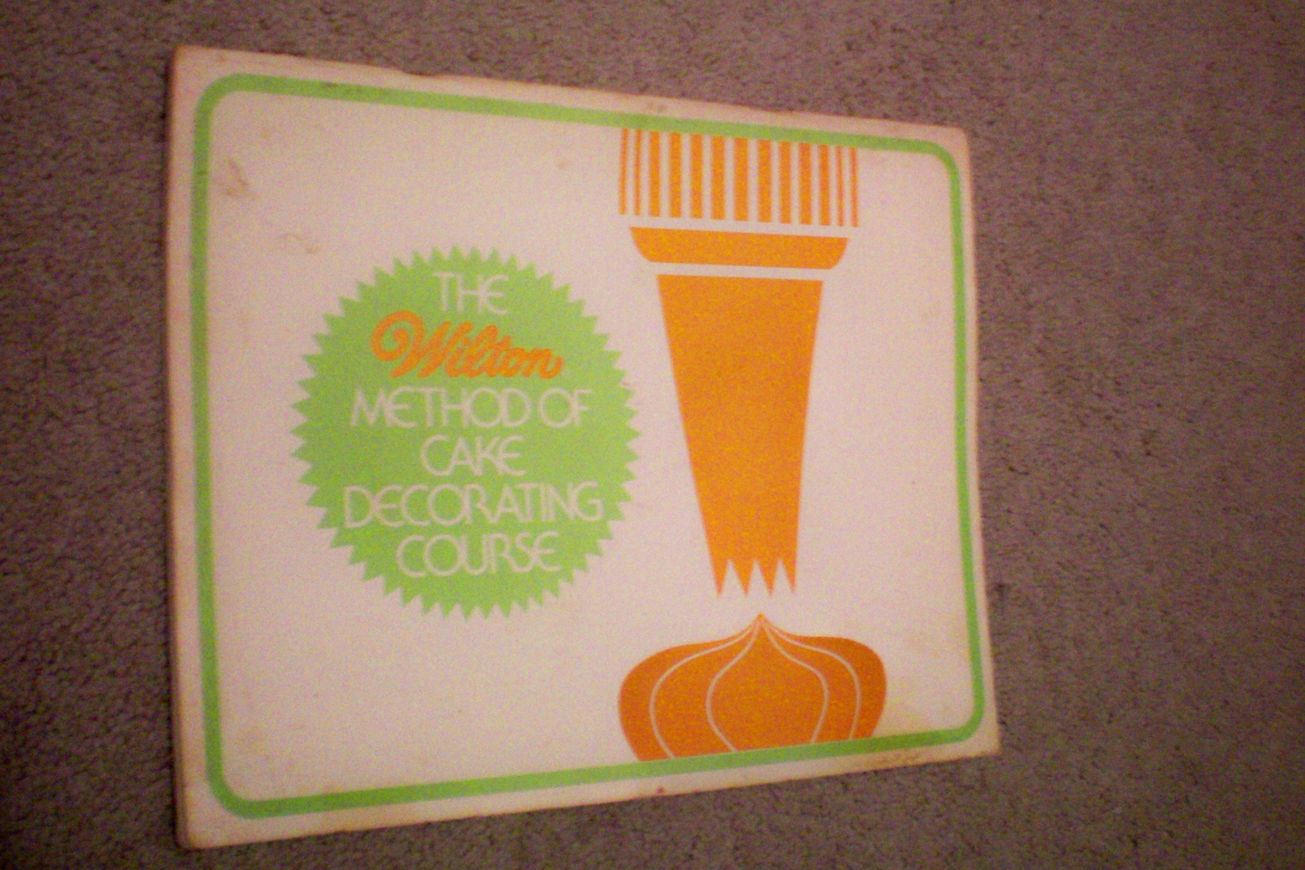 The Wilton Method of Cake Decorating, Course 1: Discover Cake Decorating by Wilton Enterprises