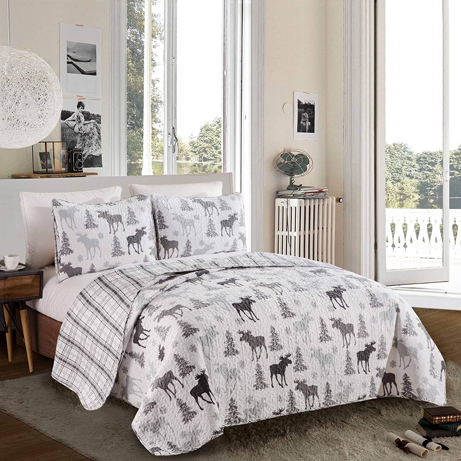 Rustic Quilt Coverlet Bed Set. Wilderness Collection (Moose - Grey)