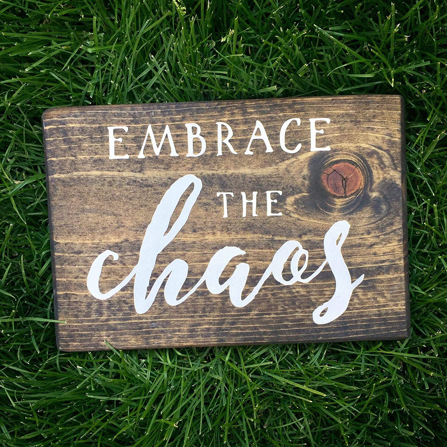 EricauBird Wood Sign-Embrace The Chaos Stained Wood Sign Family Room Decor Wall Hanging Funny Gallery Family Room Farmhouse Style Blessed, Home Wall Art, 8x10