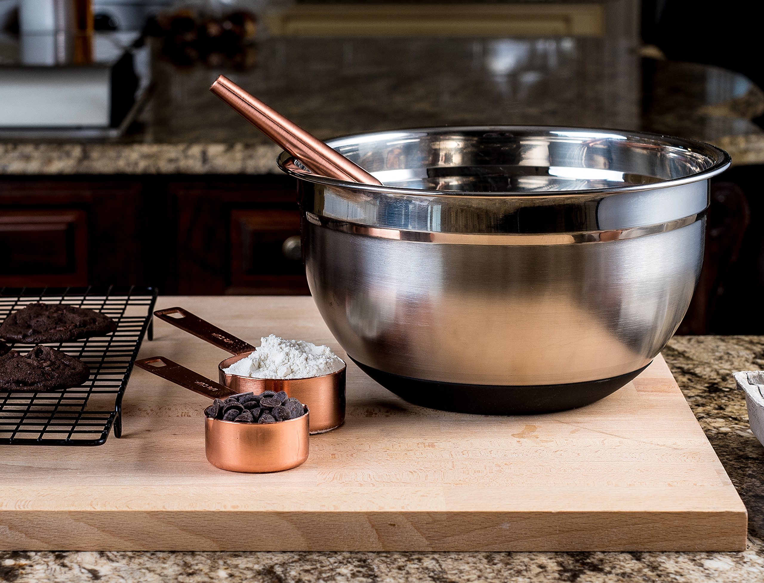 Top Rated Bellemain Stainless Steel Non-Slip Mixing Bowls with Lids, 4 Piece Set Includes 1 Qt, 1.5 Qt, 3 Qt. & 5 Qt. by Bellemain (Image #5)