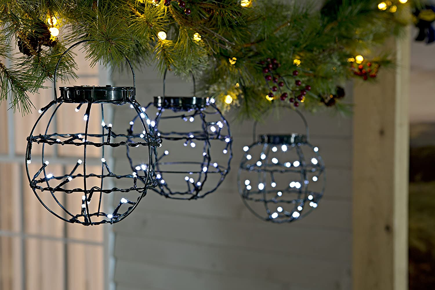 Plow Hearth Set Of 3 Decorative Mini Solar Hanging Led Lanterns Outdoor Ebay