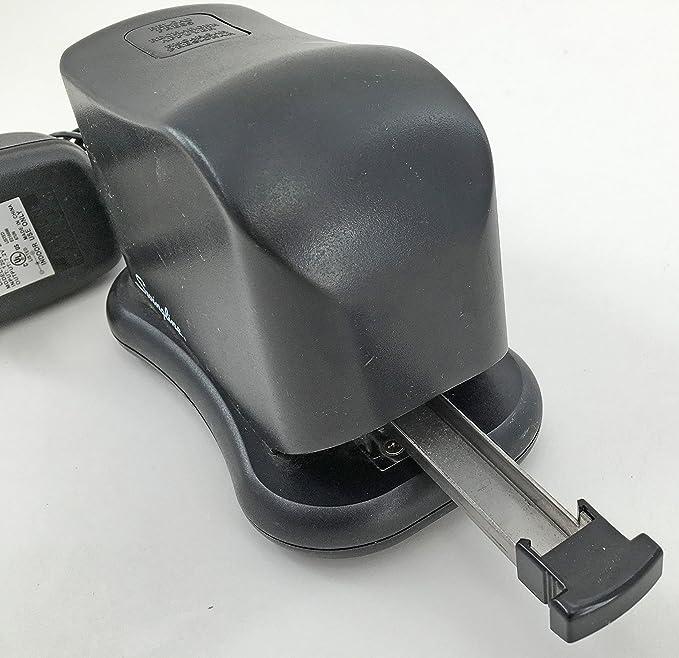 Amazon com : Swingline 211xx Battery Powered Desk Stapler