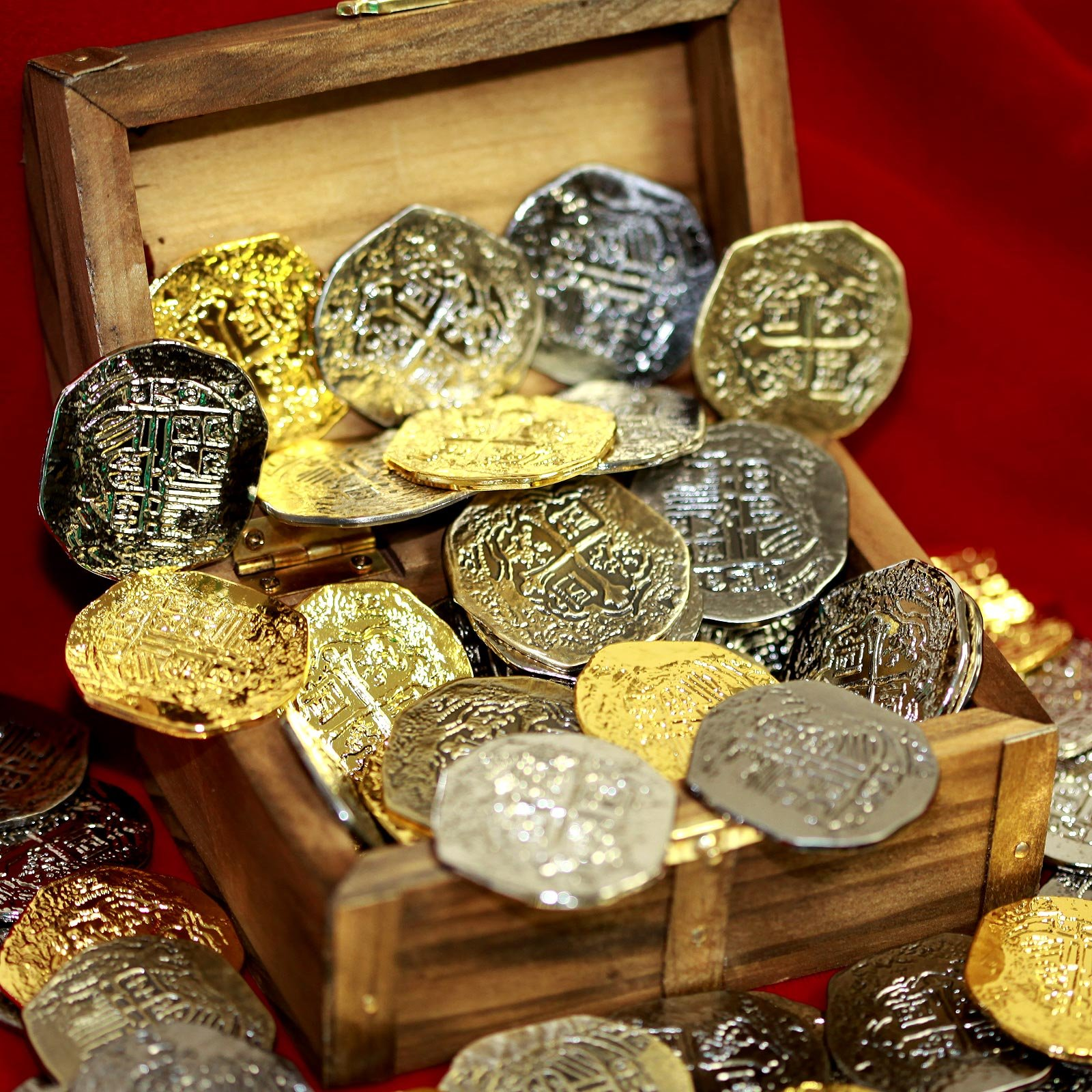 Beverly Oaks Large Metal Pirate Coins and Wood Treasure Chest - 40 Gold and Silver Doubloon Replicas