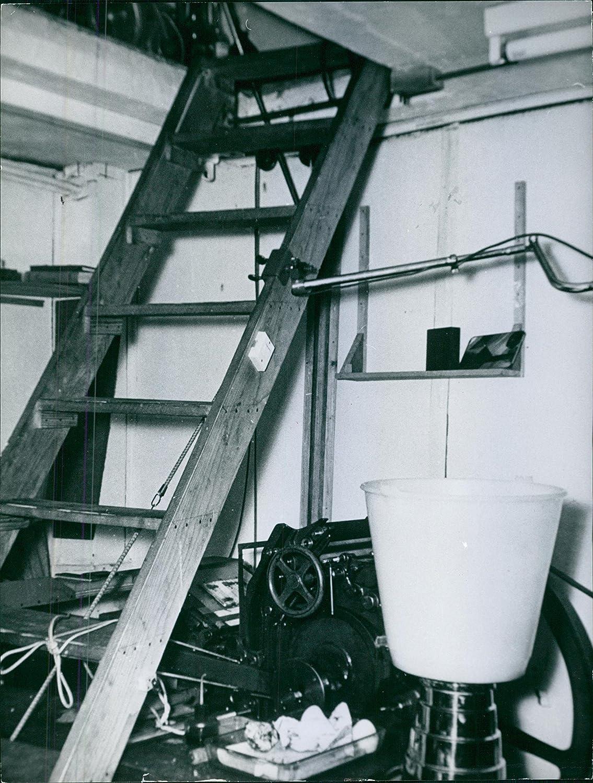Vintage foto de una escalera de madera dentro de la sala de almacenamiento. 1967: Amazon.es: Hogar