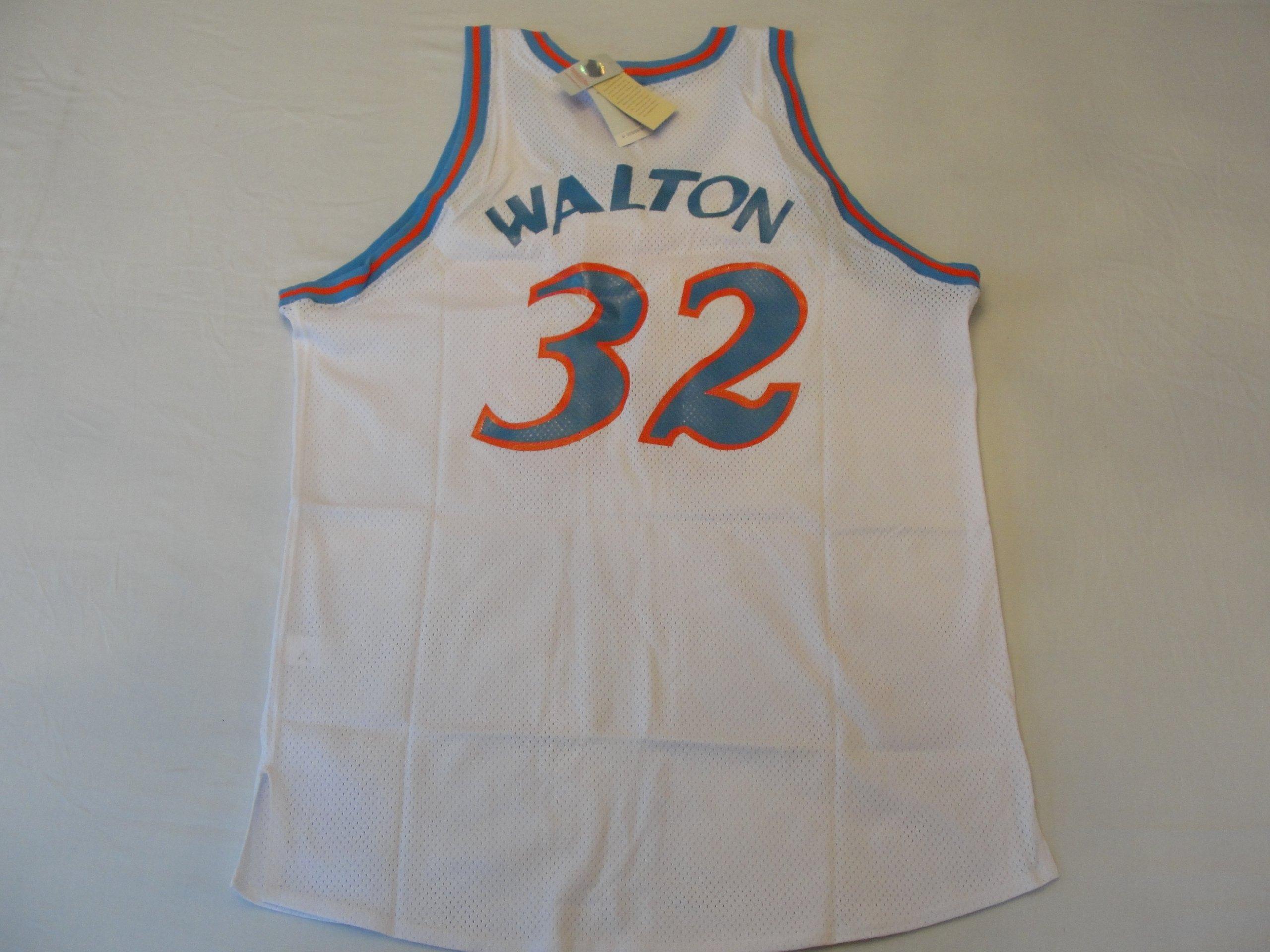 1b452044b6e44 San Diego Clippers Authentic 1979-80 Bill Walton #32 White Jersey By  Mitchell & Ness Size 56: 0697589055899: Amazon.com: Books