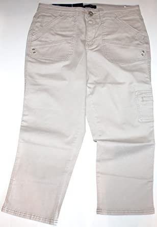 Bandolino Women's Selene Skinny Fit Cargo Capri Pants at Amazon ...