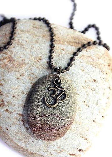 Colgante con piedra y el símbolo del OM/Símbolos sagrados ...