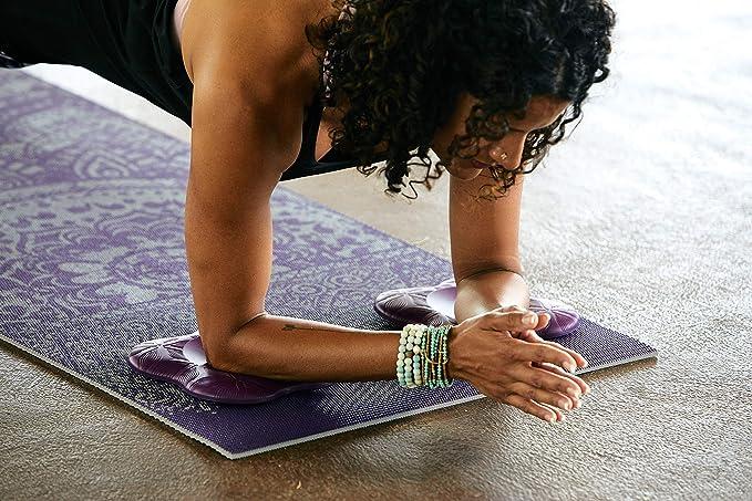 Amazon.com: Gaiam - Rodilleras de yoga (2 unidades): Sports ...