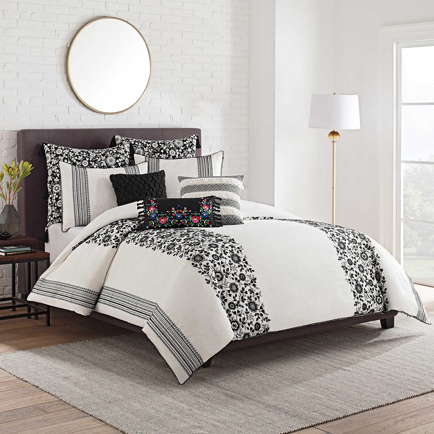 cupcakes and cashmere Folk Floral Cotton King Duvet Cover in Black/Ivory White
