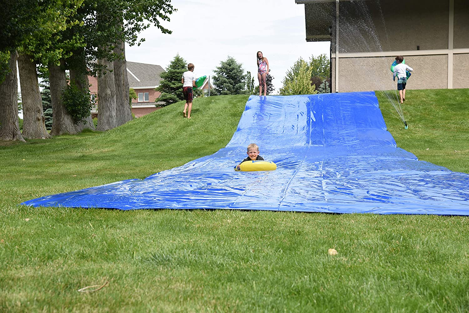 Easy to Assemble Extra Thick to Prevent Tears /& Rips BACKYARD BLAST Includes 2 Riders Carrying Bag Sprinkler 75 X 12 Heavy Duty Waterslide