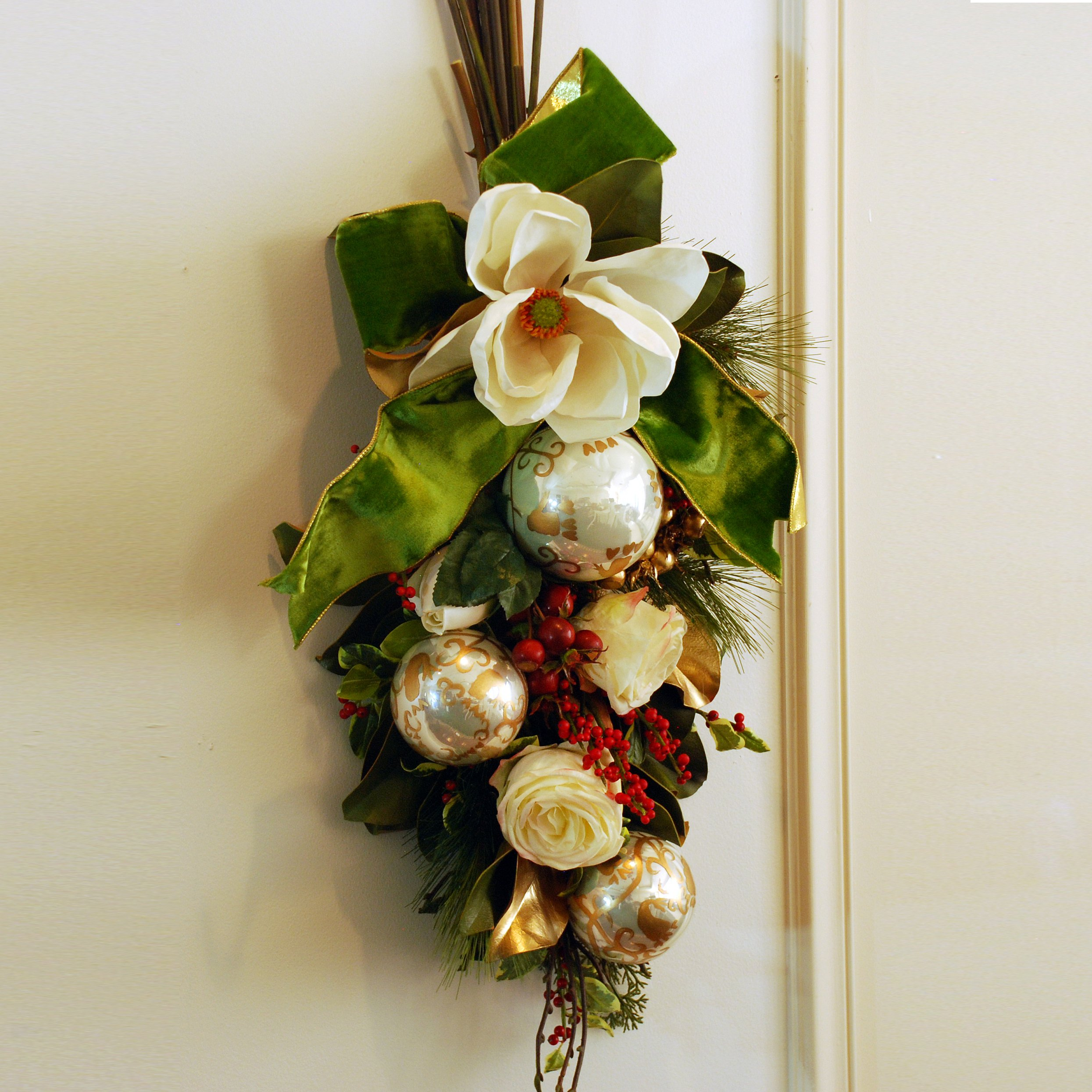 Holiday Classic Teardrop Swag or Centerpiece 35'' Long