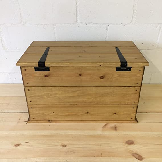 Hecho a mano madera de pino rústico. Tronco. Mesa de café. Para/caja ...