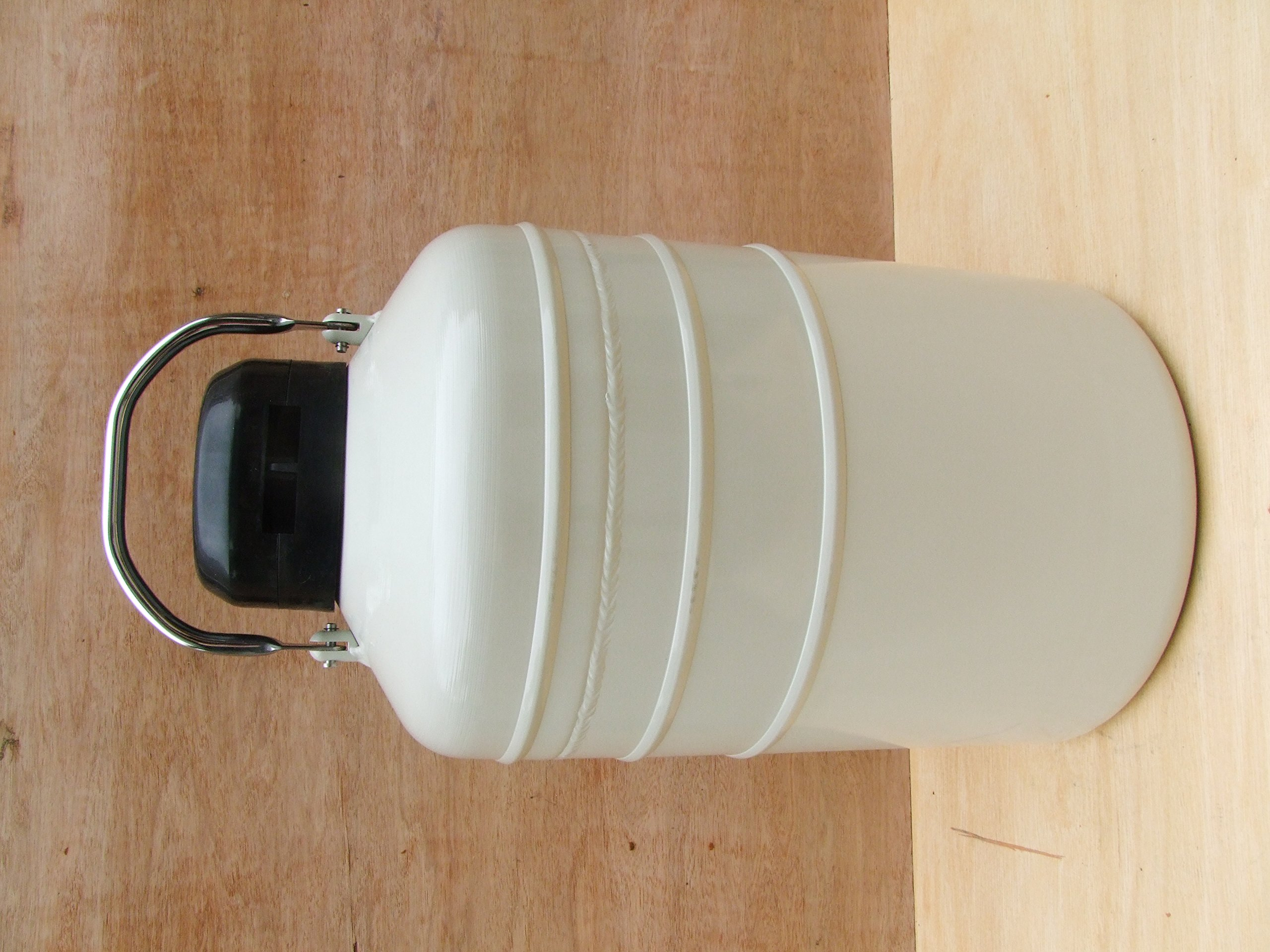 10 L Cryogenic Container Liquid Nitrogen Ln2 Tank with Straps and Carry Bag by HardwareFactoryStore.com (Image #3)
