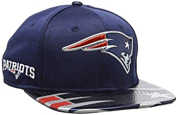 c74f7bb57b52 New Era Herren NFL 2017 Official On Stage 9Fifty New England Patriots  Baseball Cap, blau