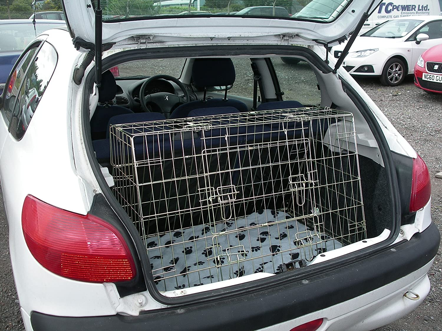 Arrow PEUGEOT 206 02-06 SLOPING CAR DOG CAGE BOOT TRAVEL CRATE PUPPY GUARD Arrows