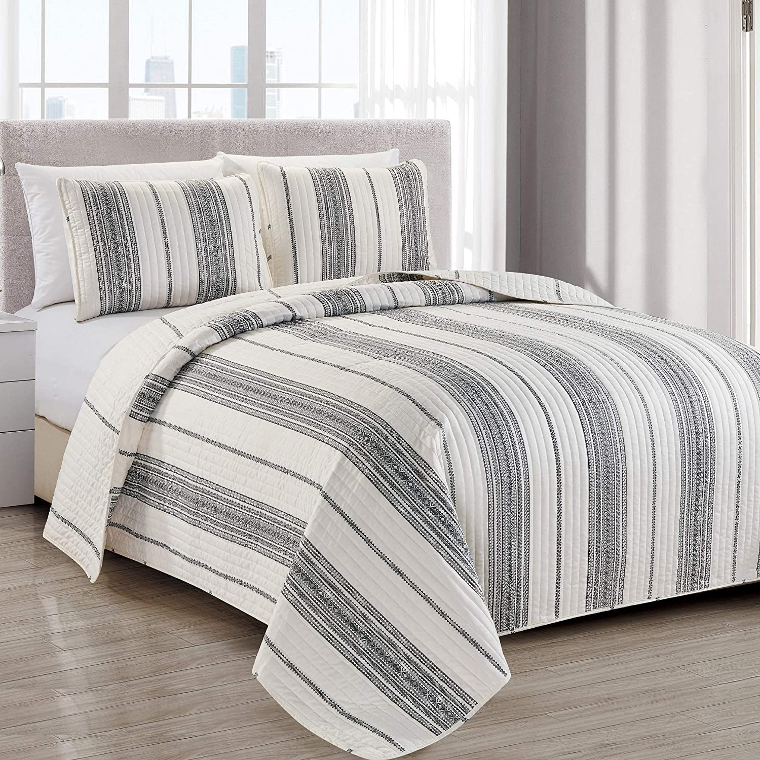 Modern Bedspread Full/Queen Size Quilt with 2 Shams. Modern 3-Piece Reversible All Season Quilt Set. Black and White Quilt Coverlet Bed Set. Wesley Collection.