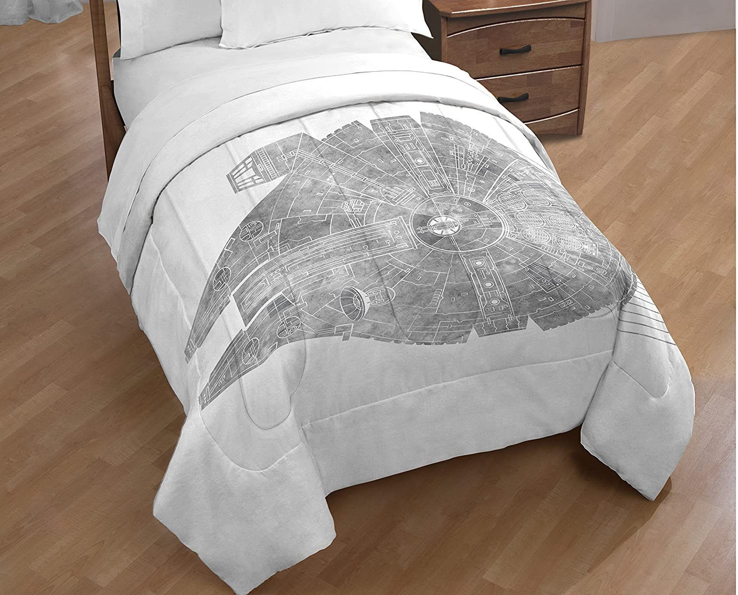 Super Soft Kids Reversible Bedding features the Millennium Falcon JF29028ECD Official Star Wars Product Star Wars Classic Falcon // California King Comforter Jay Franco and Sons Inc Fade Resistant Polyester Microfiber Fill