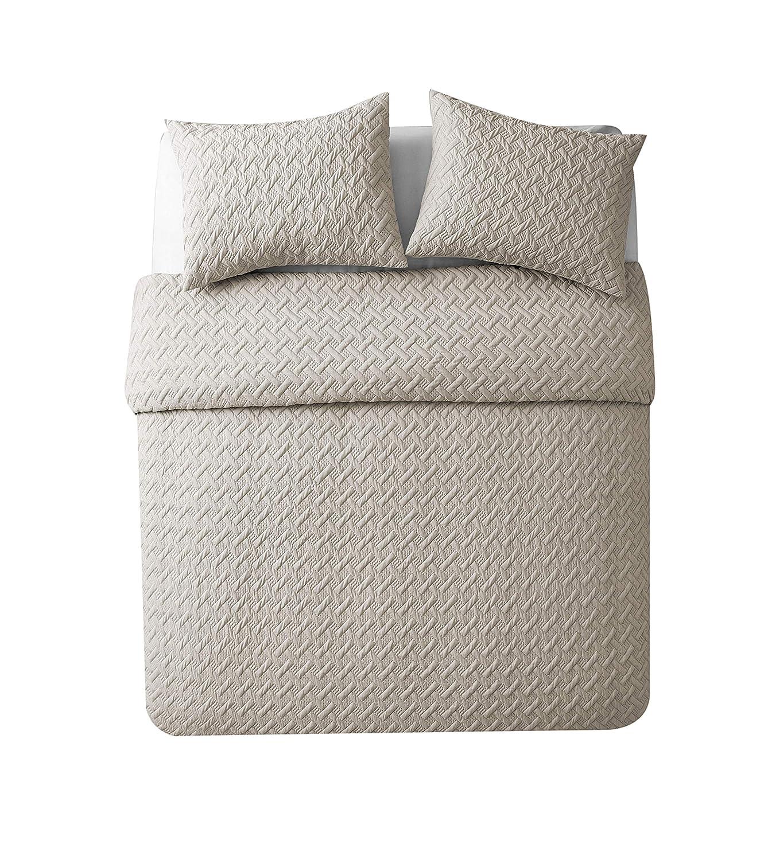 Luxurious Geometric Pattern Quilt Set by VC New York Victoria Classics Company Nina Quilt