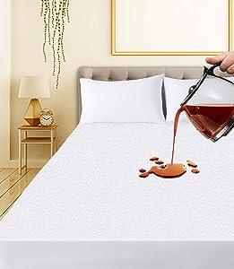 Ropa de Cama Utopía Premium 200 gsm 100% Impermeable Protector de colchón, Funda de colchón de Rizo de algodón, Transpirable, Estilo Ajustado Alrededor del elástico (135 x 190 cm)