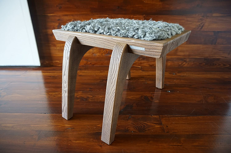 Minimalistisch Eichenholz Hocker / Stuhl mit echtem geschweiften Silber Schwedischen Gotland Schaffell - Designermöbel von MILABERT (S051608)
