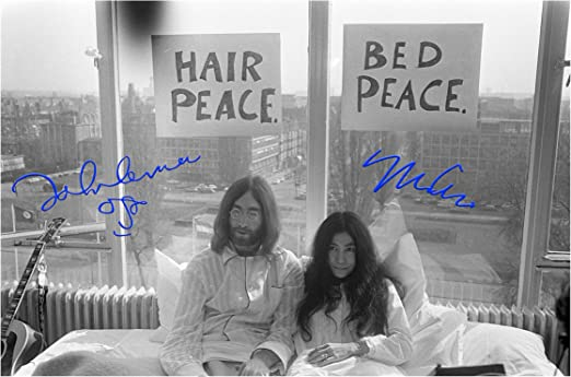 Amazon Com Engravia Digital John Lennon Yoko Ono 1969 Bed Protest Reproduction Signature Poster Photo A4 Print Unframed Posters Prints