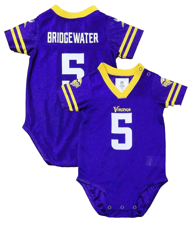 95c9cb1b2 Amazon.com  Outerstuff Teddy Bridgewater Minnesota Vikings  5 Purple  Newborn Infants Home Creeper Player Jersey  Clothing