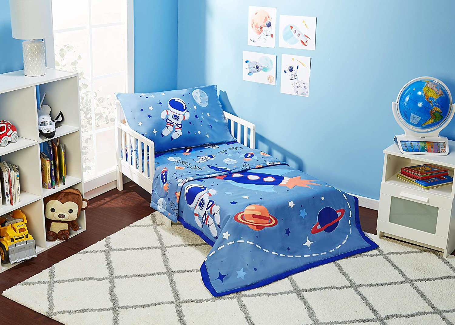 EVERYDAY KIDS 4 Piece Toddler Bedding Set - Outer Space Adventures - Includes Comforter, Flat Sheet, Fitted Sheet and Reversible Pillowcase