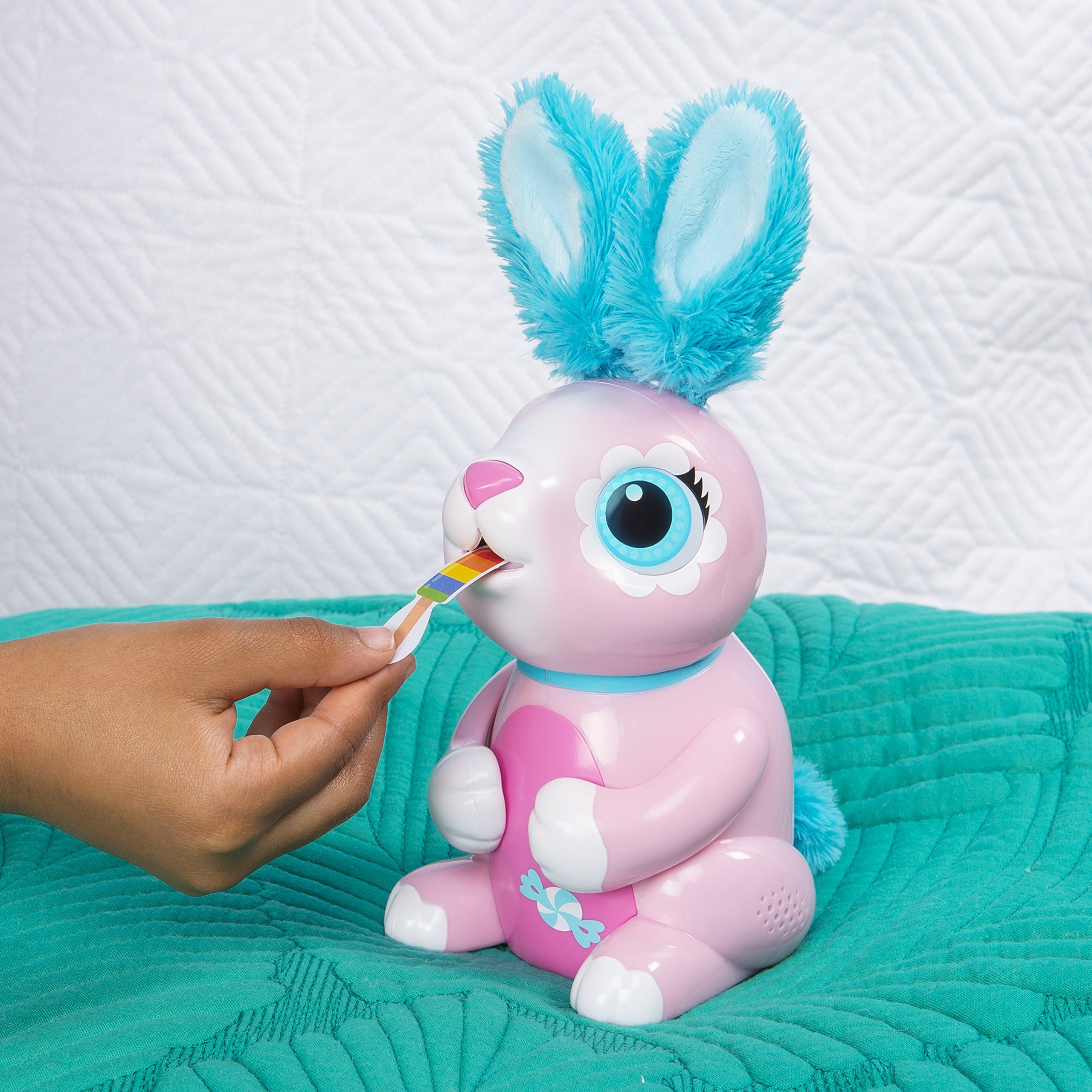 Zoomer Hungry Bunnies Shreddy, Interactive Robotic Rabbit That Eats, Ages 5 & Up by Zoomer (Image #6)