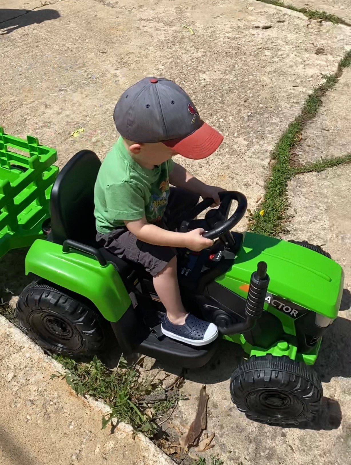 12V Electric Kids Ride-On Tractor with Trailer, Green photo review