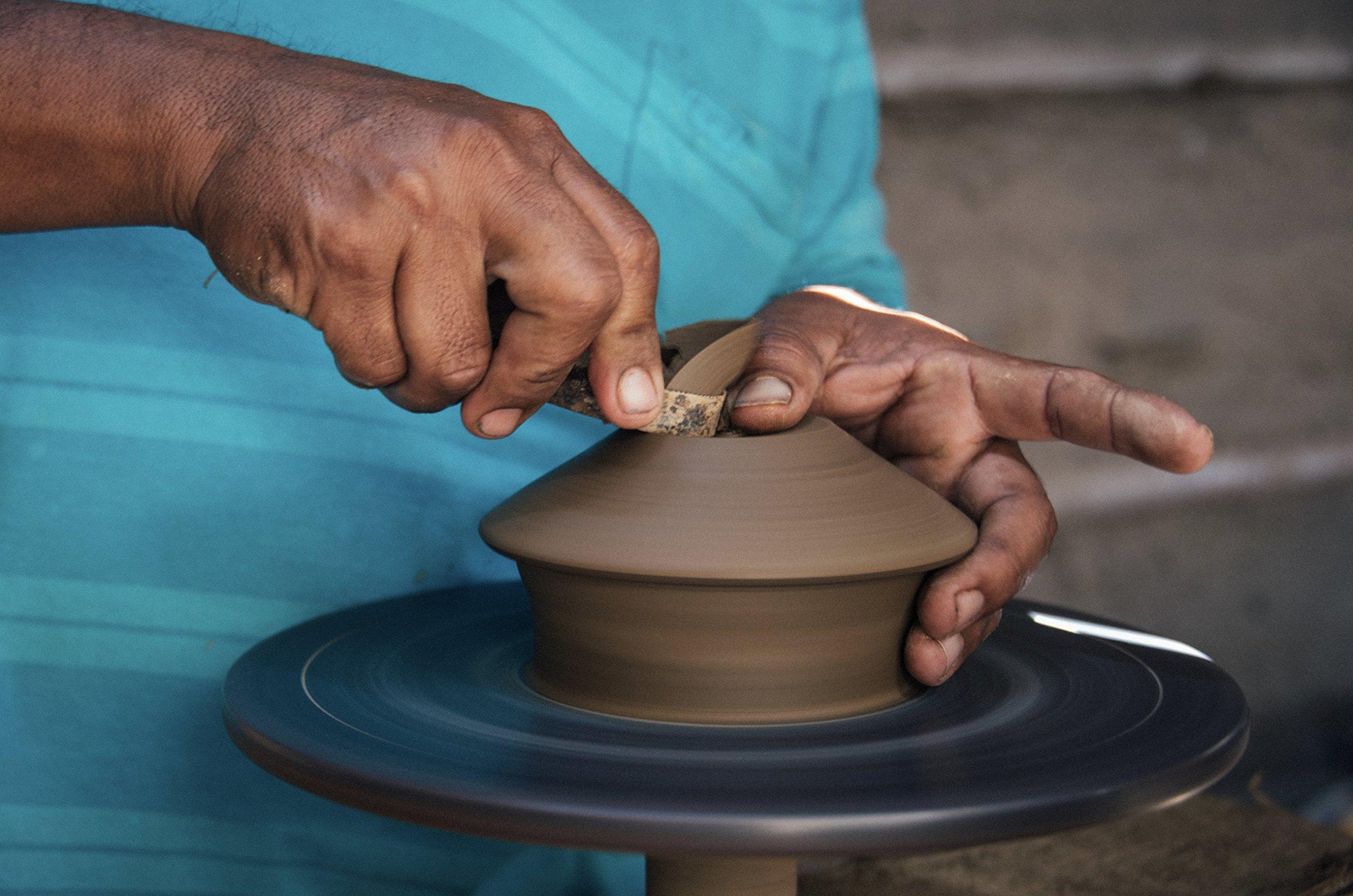 Luna Sundara Palo Santo Holder Authentic Chulucanas Peru Pottery (Green) 5 Palo Santo Sticks Included by Luna Sundara (Image #4)