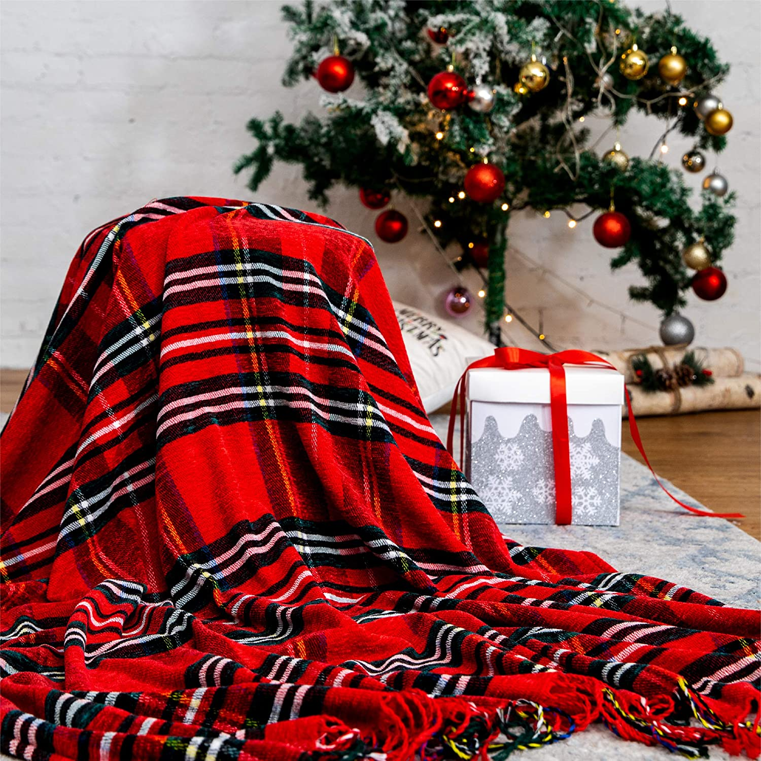 "Bedsure Christmas Plaid Blanket Throw Size, Soft Chenille Decorative Blanket with Tassel for Couch, Sofa, Bed and Home Decor (Red, 50""x60"")"