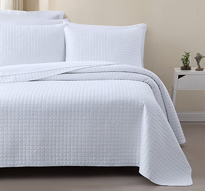 Amazon.com: Attitude - Colcha para cama, color blanco: Home ...