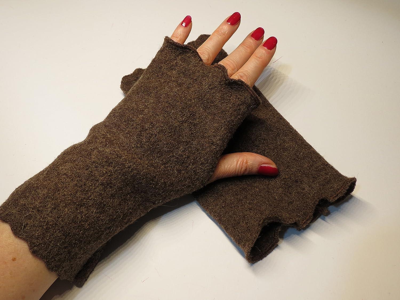 Armstulpen / Pulswärmer mit Daumenlöcher aus Walkwolle (Walk, Walkstoff) in meliertem Braun