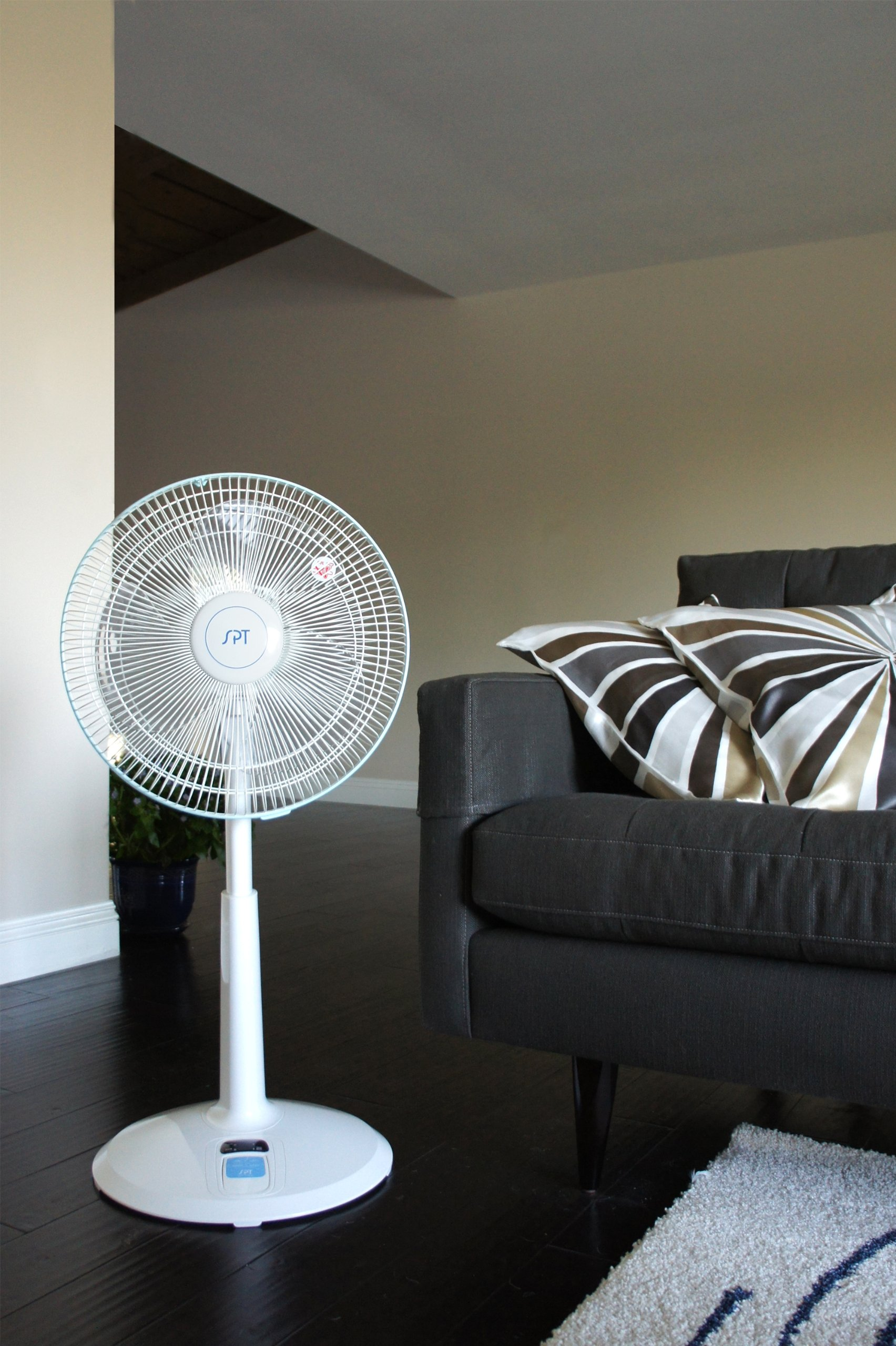 Sunpentown SF-1468 3-Speed Oscillating 14-Inch Standing Fan with Remote Control by Sunpentown (Image #2)