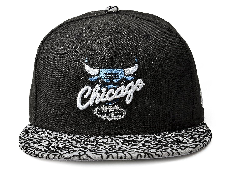 7105061f8c3 Amazon.com   New Era Chicago Bulls Hardwood Classics 59FIFTY NBA Fitted Cap  Black Elephant-Print   Sports   Outdoors