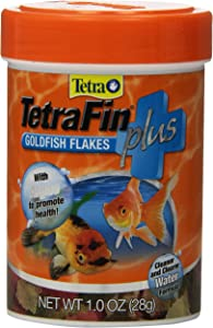TetraFin Plus Goldfish Flakes 1 Ounce, Balanced Diet, With Algae To Promote Health, 1.00-Ounce, 185 ml (77245)
