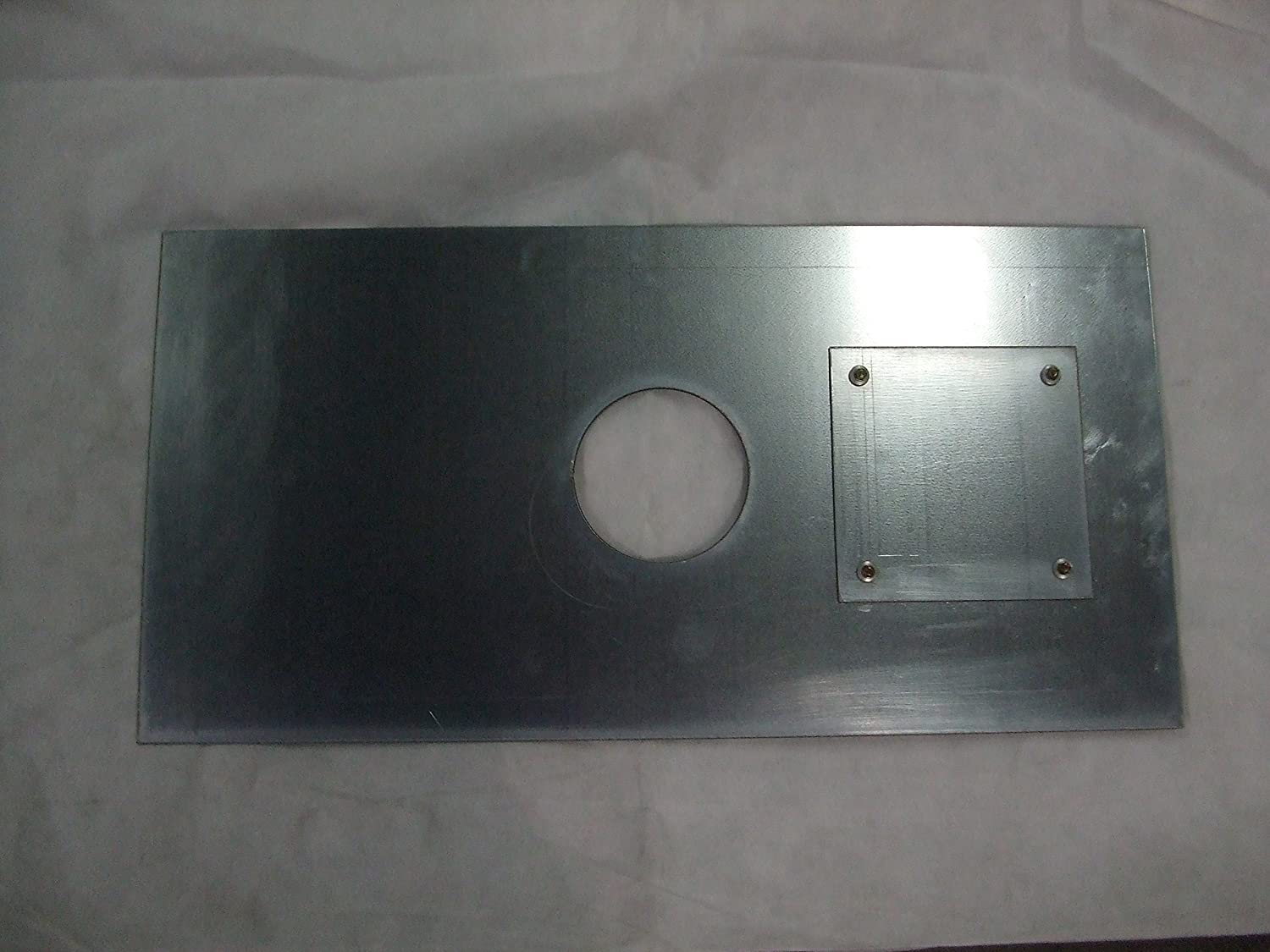 600 x 400 Register plate with hole 135mm dia to suit 5' dia liner, with 1 hatch, with fixing brackets Ventilation Centre