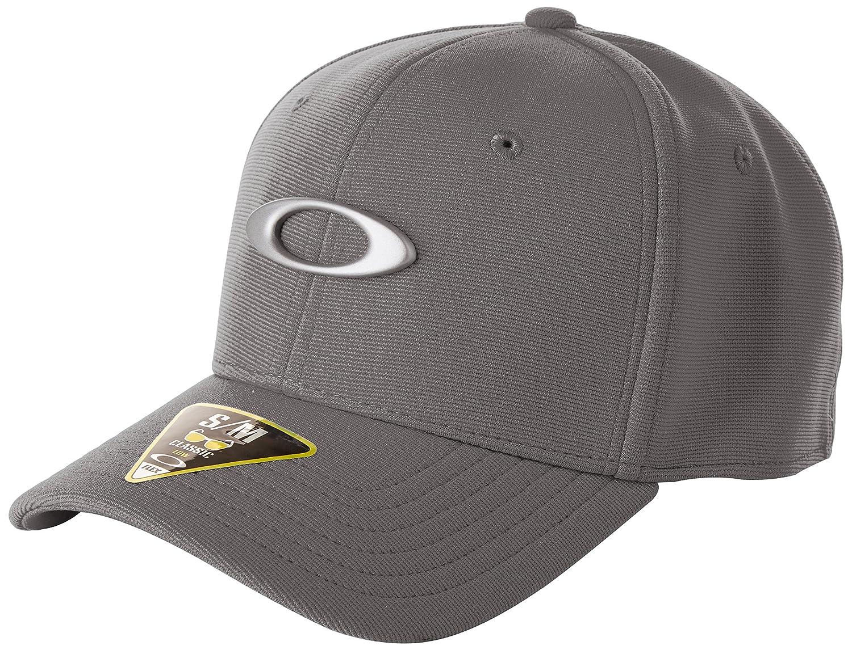 afa3217cfb5313 Amazon.com  Oakley Men s Tincan Cap  Clothing
